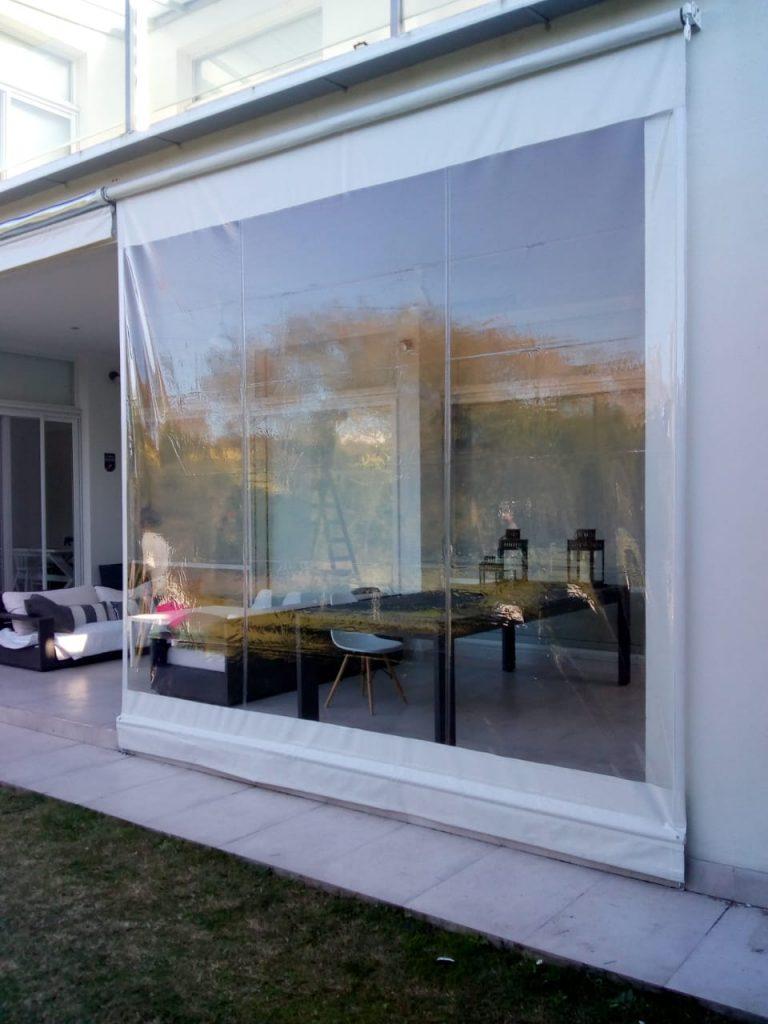 Toldo vertical transparente con lona color blanco