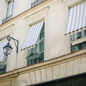 Toldos para balcones con lona rayada