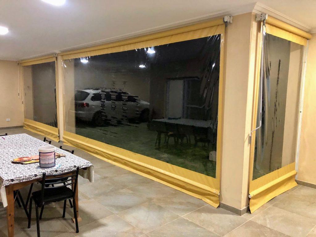 toldos verticales transparentes con lona beige