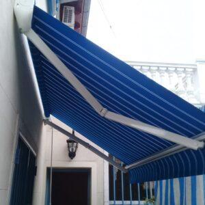 Toldo para patio con tela acrilica rayada